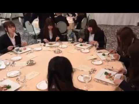 学生たちはテーブルマナー研修に行っています(^^♪